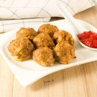 Fűszeres és sajtos húsgolyók sütőben sütve