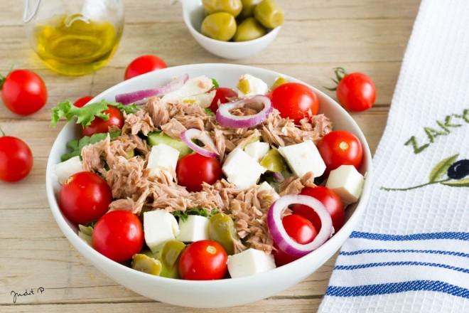 Görög saláta tonhallal