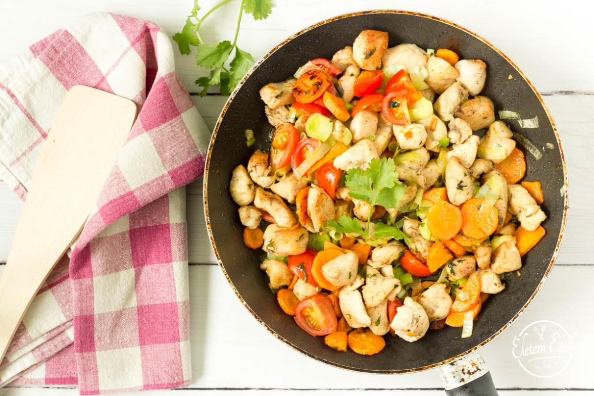 Zöldséges csirke rizstésztával: ebéd vagy  vacsora 10 perc alatt